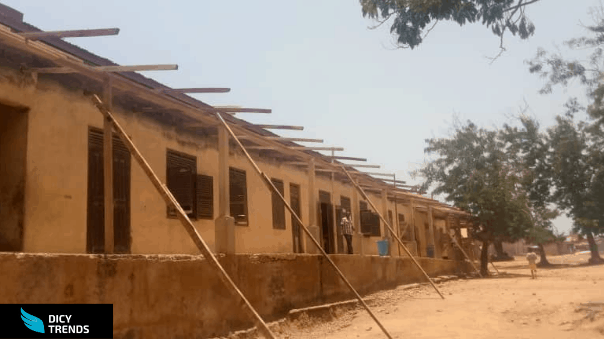RENOVATE OFFINSO M/A SCHOOL NOW ELSE WE WILL SHUTDOWN THE SCHOOL___ PARENTS AND TEACHERS OF THE SCHOOL HINT.