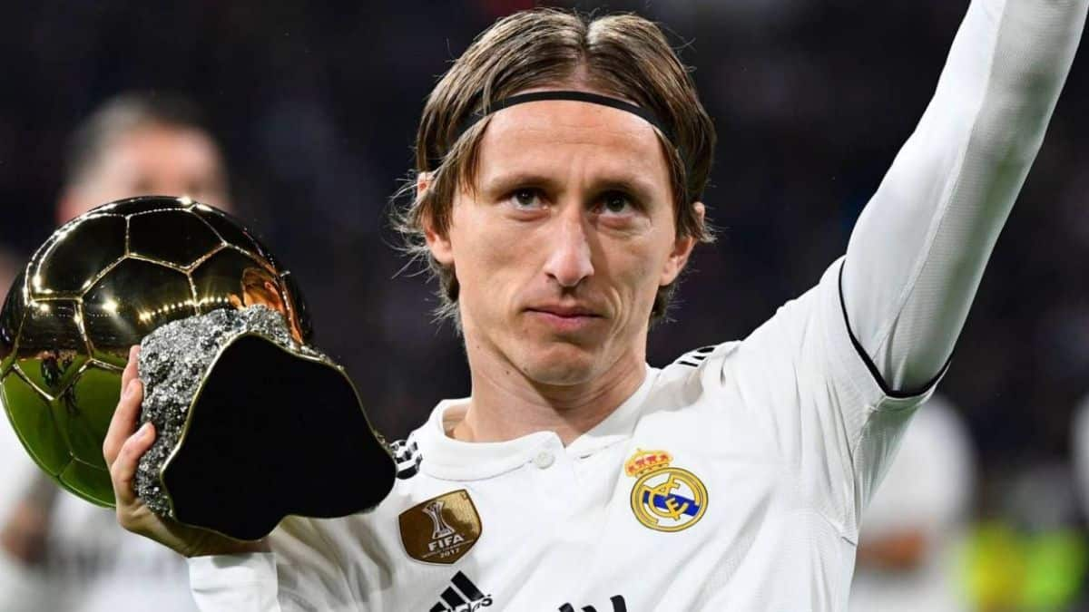 Read more about the article Luka Modric extends Madrid contract to 2022