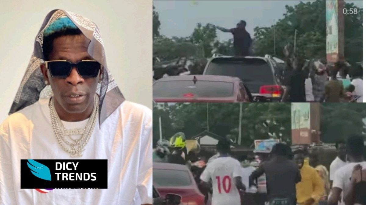 Read more about the article Shatta Wale Stops In The Middle Of The Road To Spray Cash On Fans Again (video)